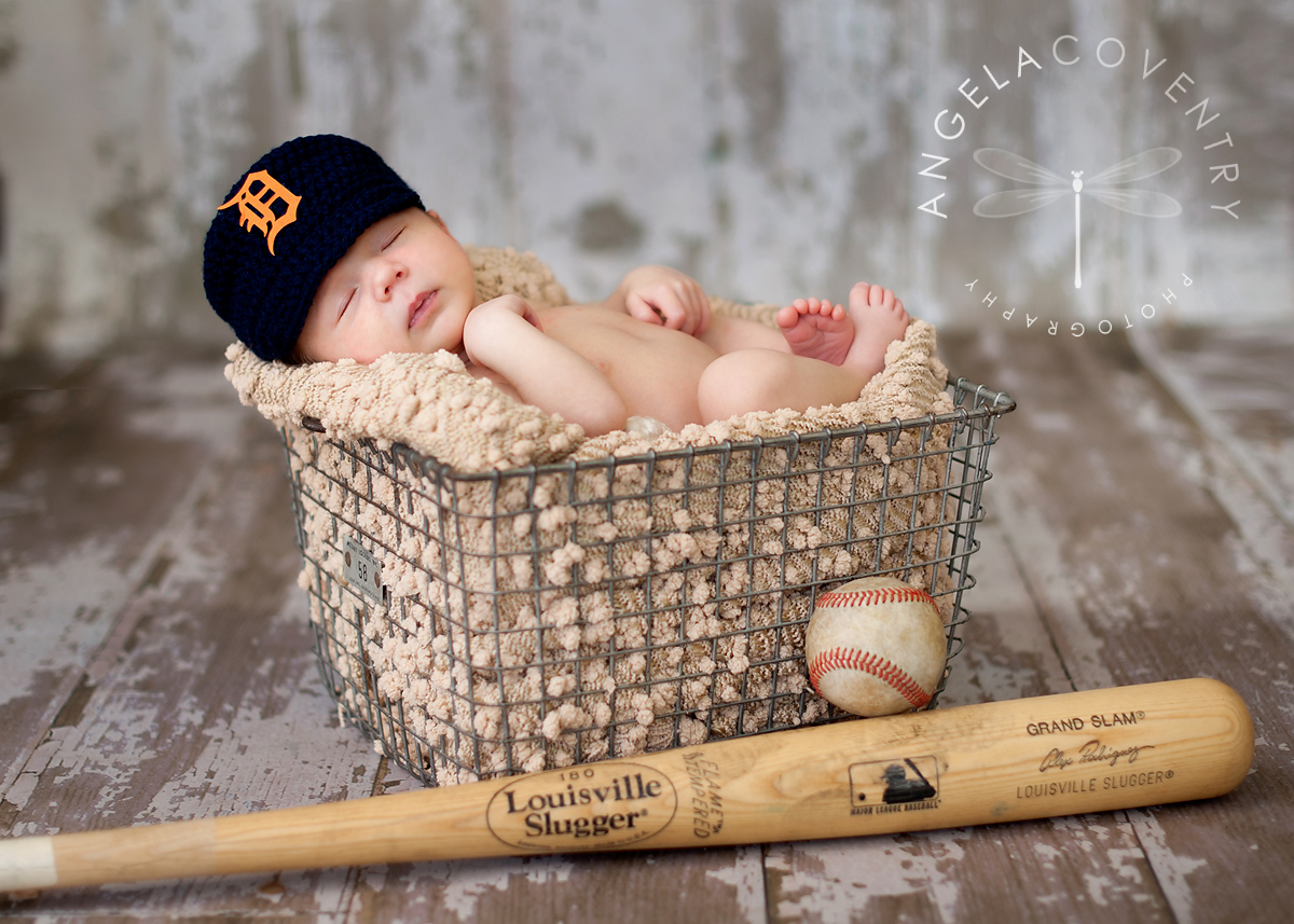 Detroit_tigers_newborn_photographer_1
