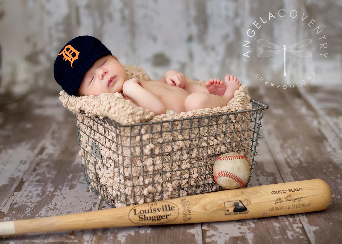 Detroit_tigers_newborn_photographer_1