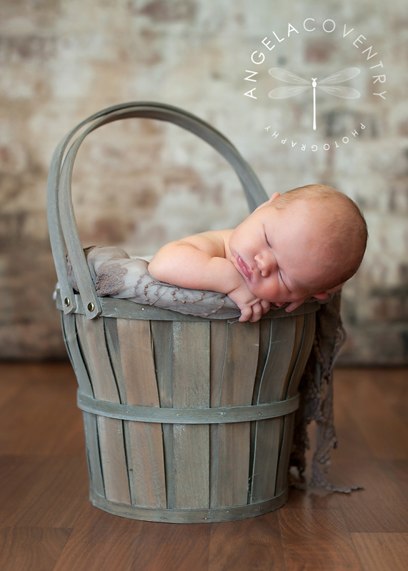lake_orion_newborn_photographer_bucket