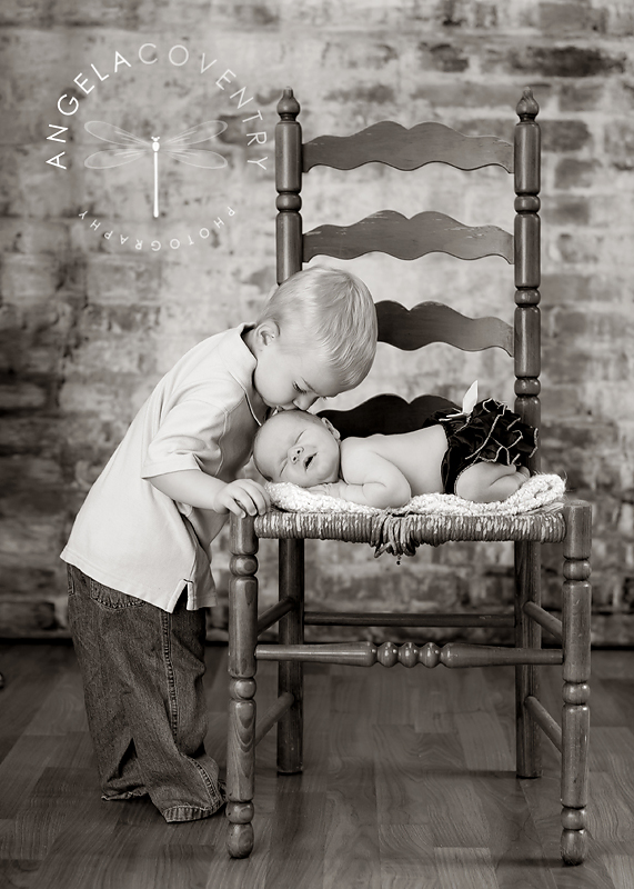 lake_orion_newborn_photographer_sibling