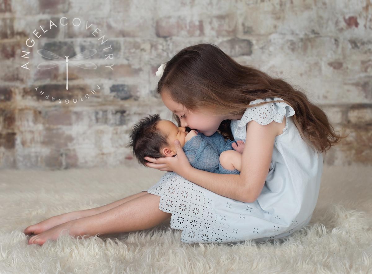 michigan_newborn_photographer_siblings_2