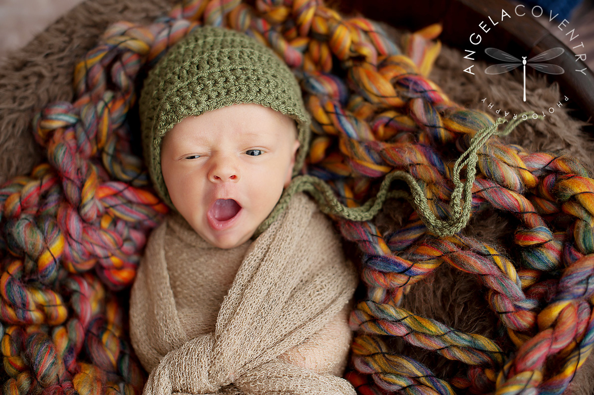 rochester_hills_newborn_photographer_yawn_1